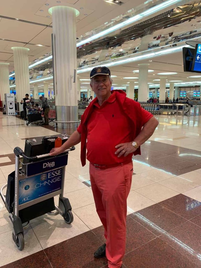 Unternehmer und Macher Hubertus Johannes Theissen beim Abflug im Flughafen Dubai am Freitag, den 6.12.2019 gegen 5.00 Uhr Ortszeit (MEZ 2.00 Uhr gebucht auf Maschine Emirates Airbus A 380 mit Start 8.20 Uhr nach Düsseldorf (Ankunft 12.30 Uhr MEZ)